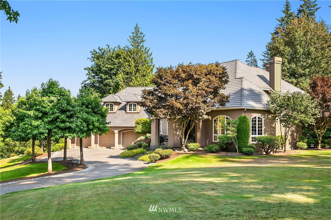 Estate home in Lake of the Woods