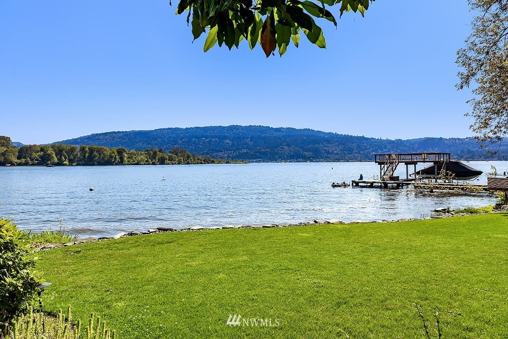 4293 E Lake Sammamish Shore Lane SE, Sammamish 98075 photo