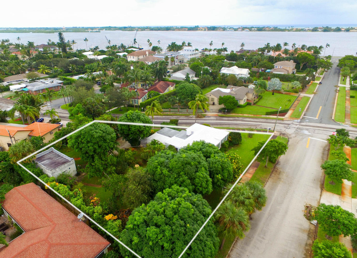 201 Bloomfield Dr photo
