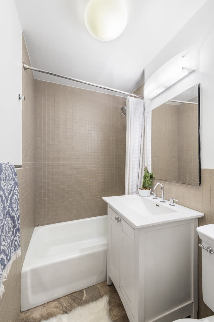 354 W 23rd St, #3B preview
