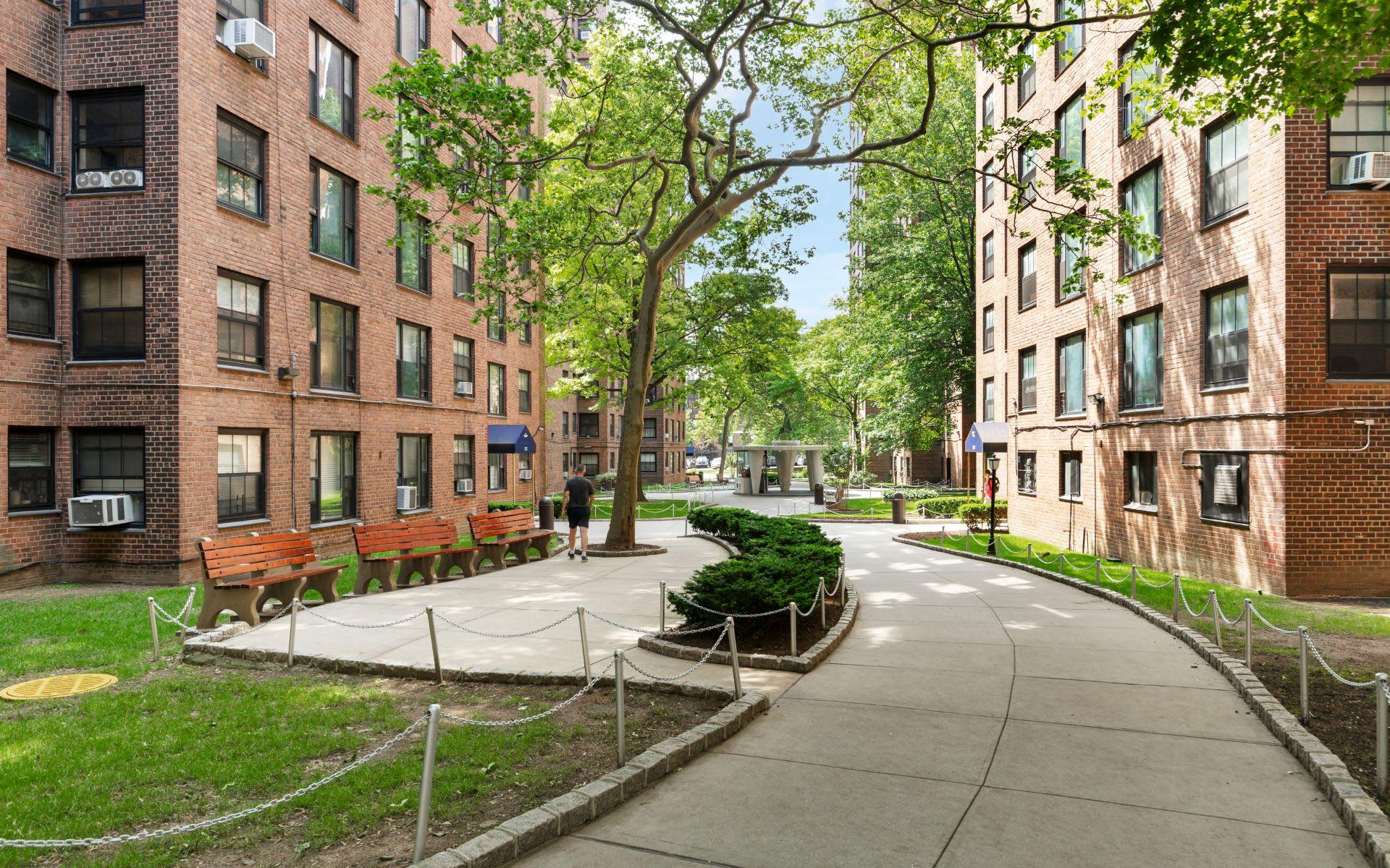 325 Clinton Ave, Unit 7D photo