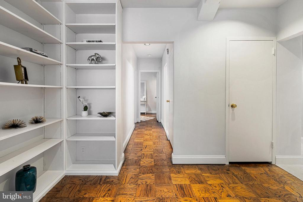 220 W Rittenhouse Sq, #5E photo