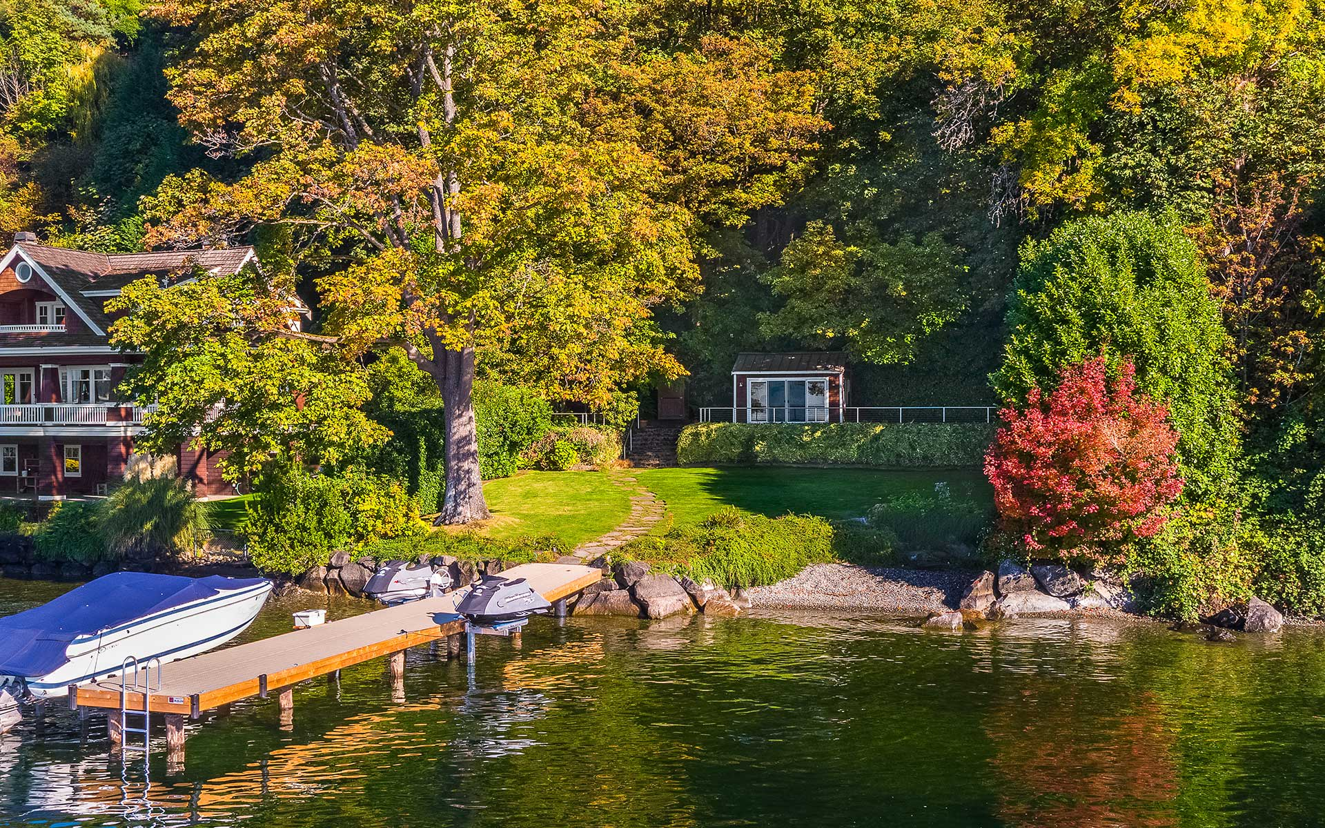 A Rare Waterfront Opportunity in Medina  photo