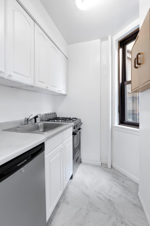 431 W 54th Street, Unit 4C photo