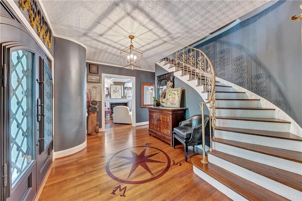 2413 Colonial Pkwy photo