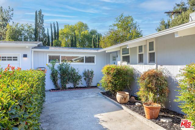 22835 Calabash St, Woodland Hills, CA photo
