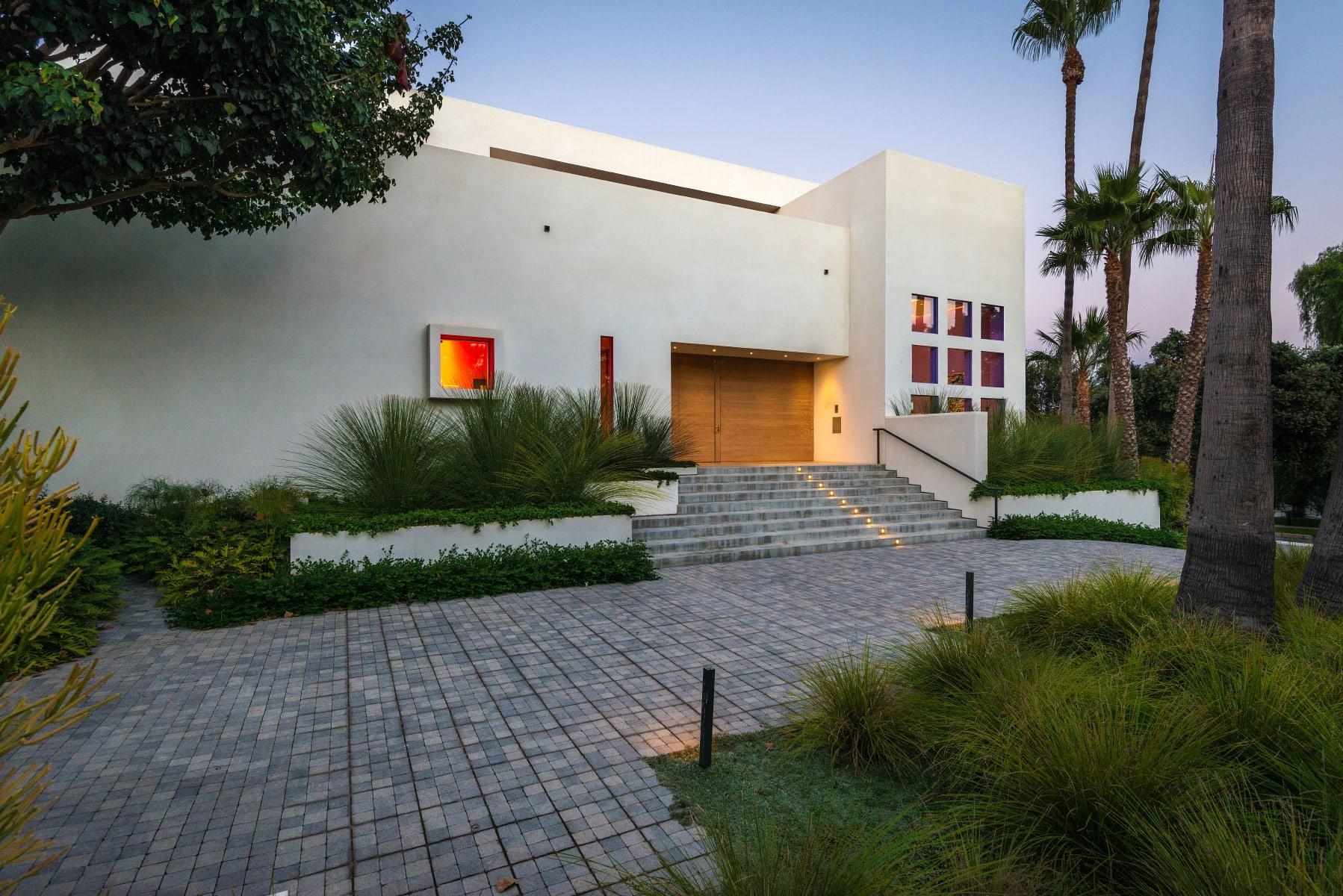 Dynamic Modern Architectural