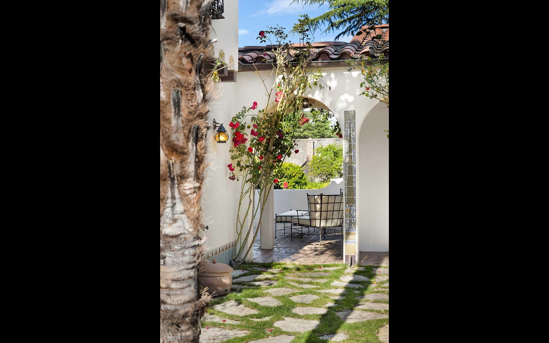 Santa Barbara Style in Broadmoor photo