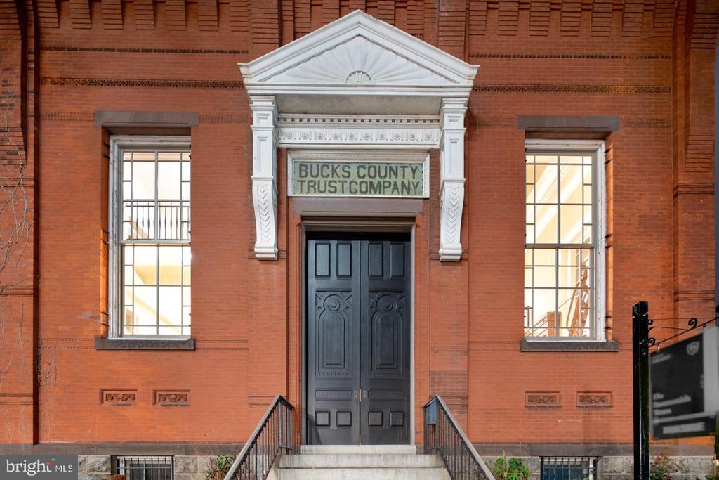 89 E Court St photo