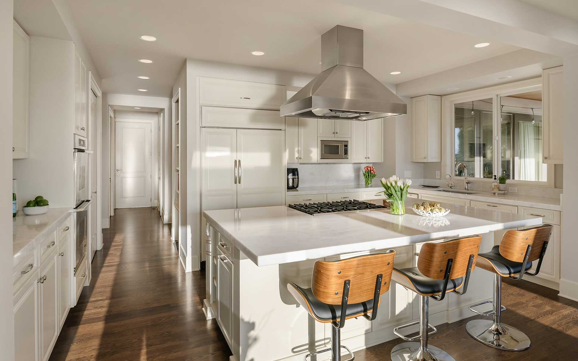 Luxe West of Market View Contemporary photo
