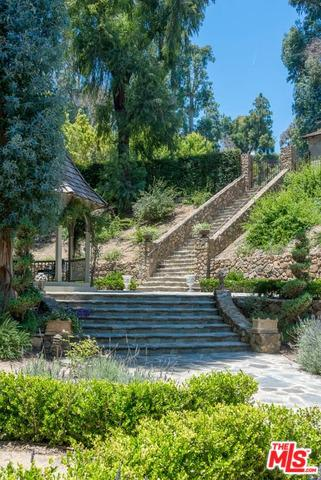 1957 Mandeville Canyon Rd preview