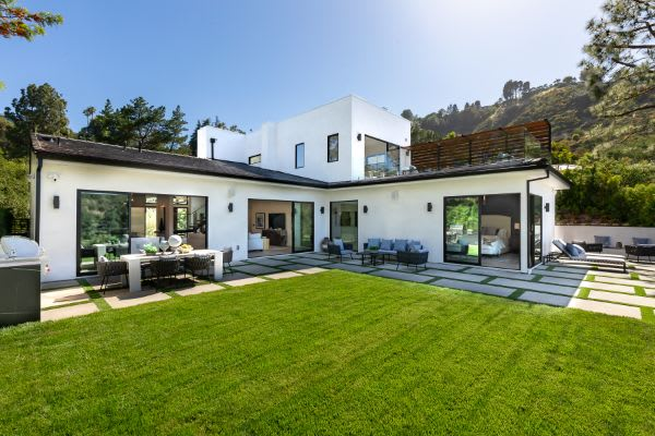 Another Stunning Bel Air Estate Acquired by Global Cosmetic Moguls, Selects Valia Properties for the Purchase