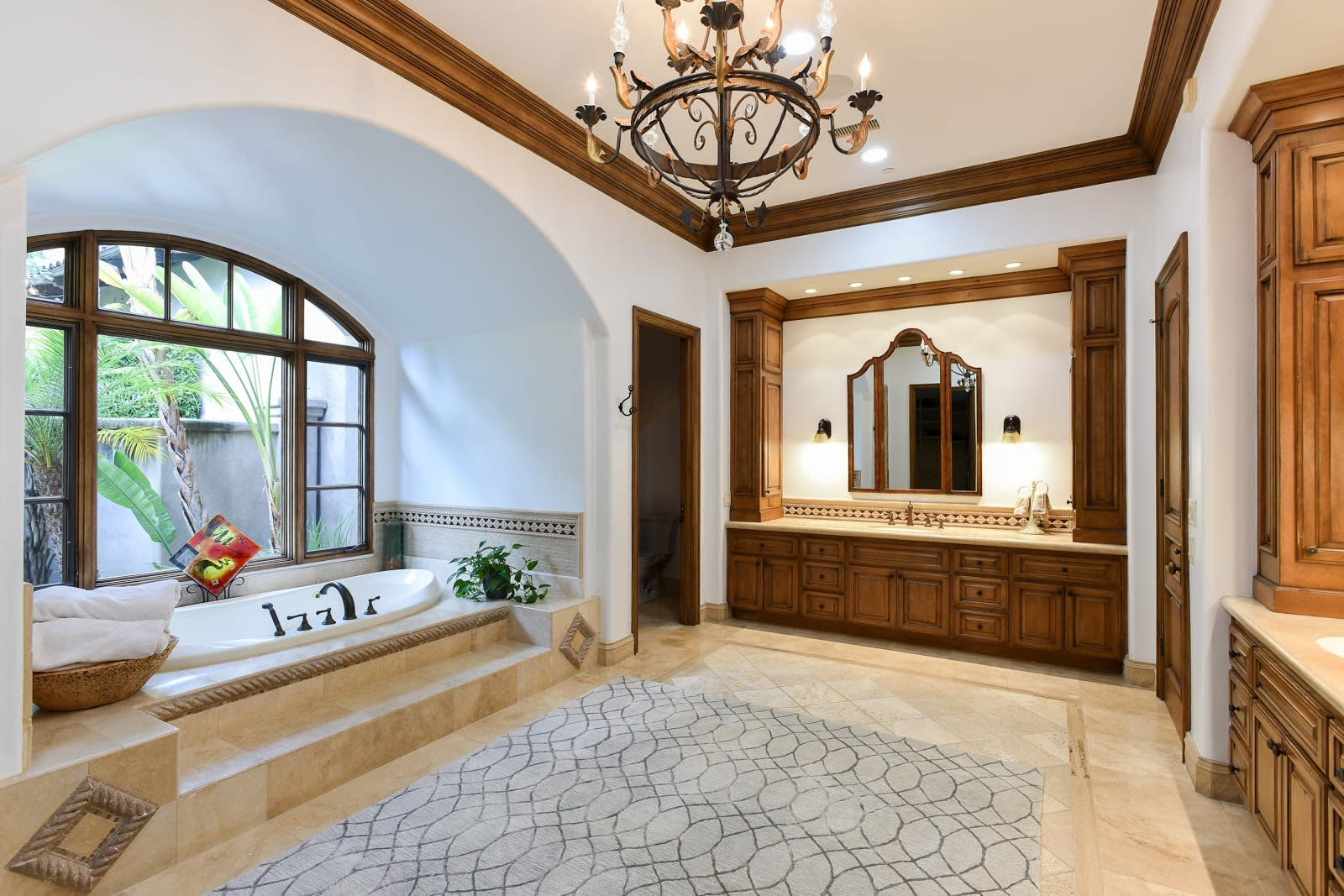4 Trending Colors for Your Rancho Santa Fe Luxury Bathroom Makeover