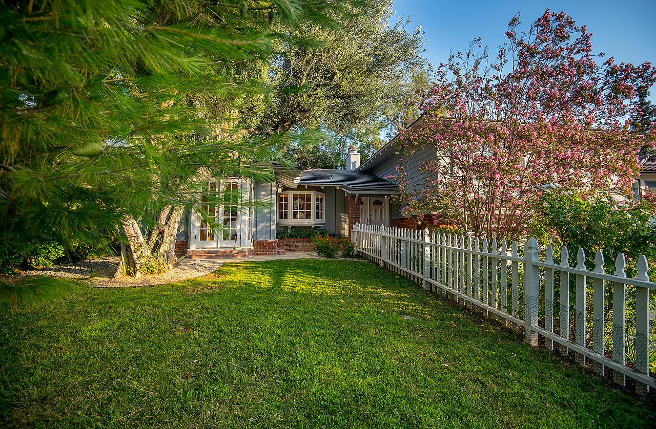 Warm & Inviting Woodland Hills Retreat