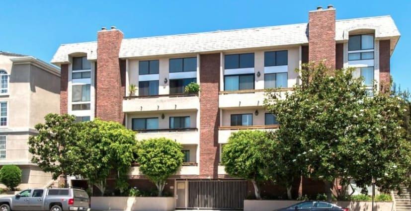 1854 S Beverly Glen Boulevard, Unit 302 photo