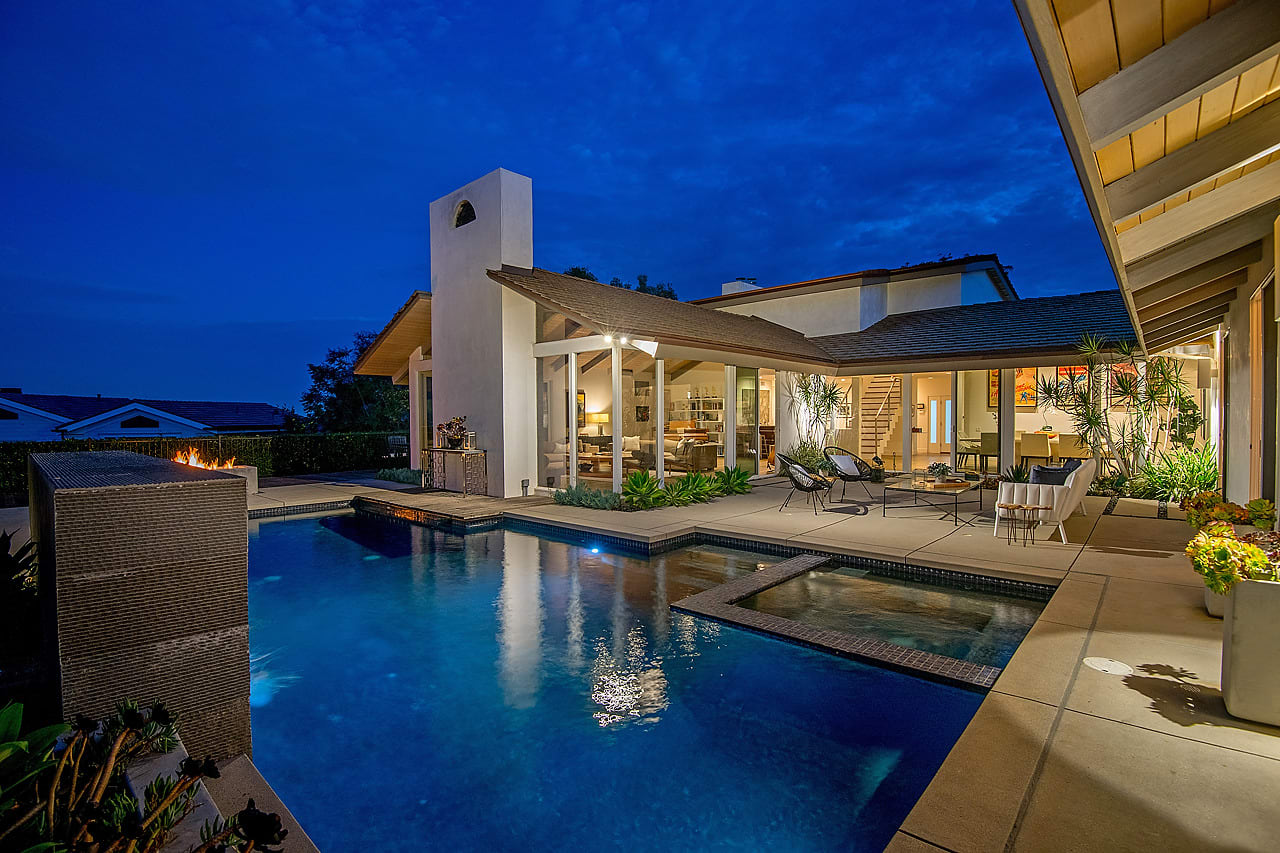 Warm Contemporary Retreat with Views