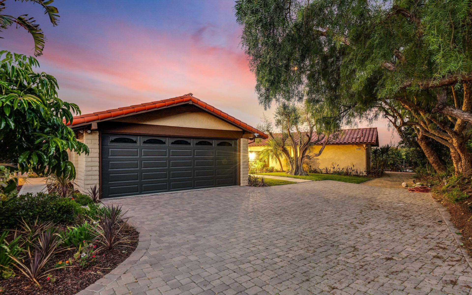 3158 Crownview Dr photo