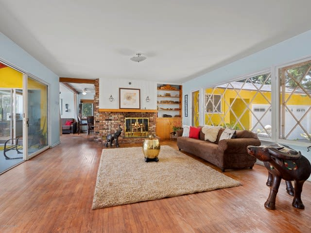 1072 Hollygrove Ln preview
