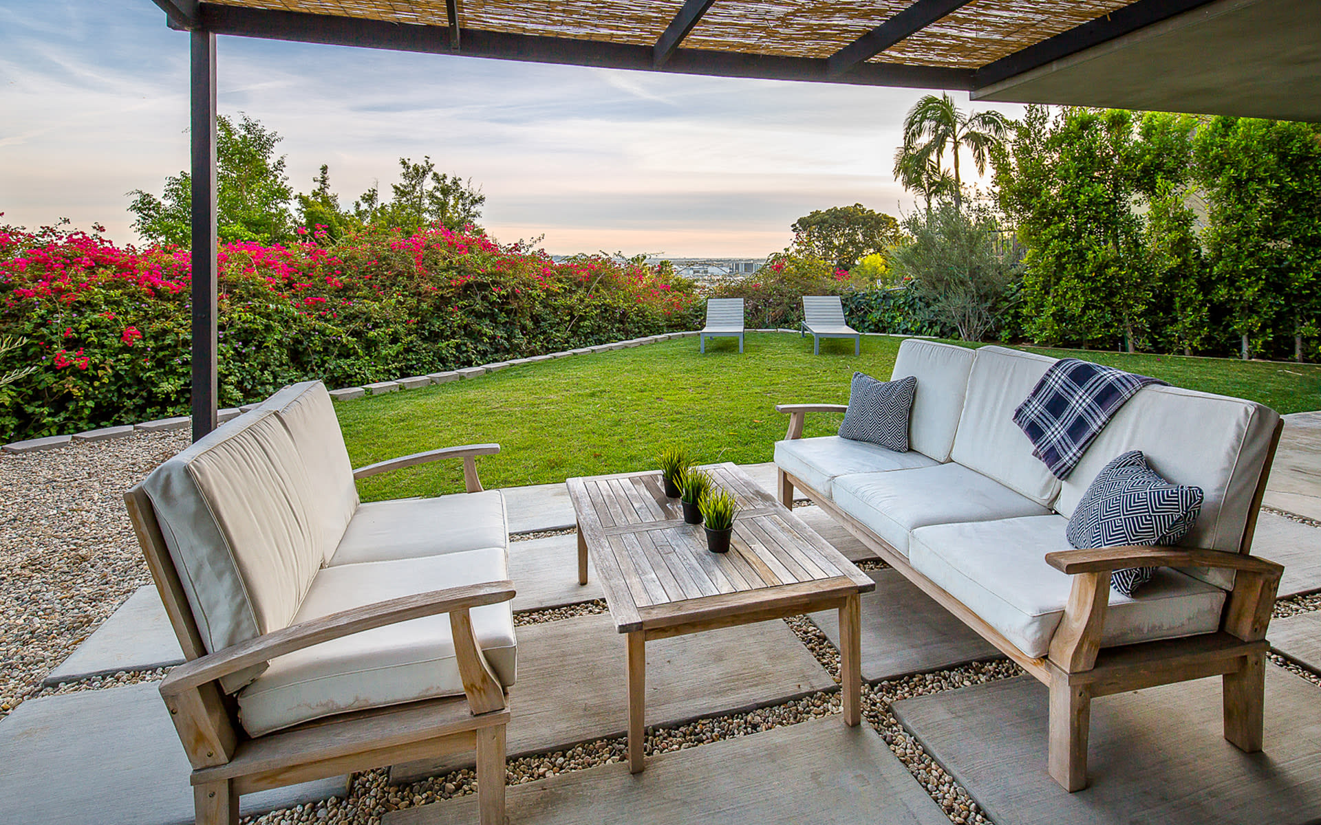 Additional photo for property listing at 8260 Marmont Ln 8260 Marmont Ln Los Angeles, California,90069 Hoa Kỳ