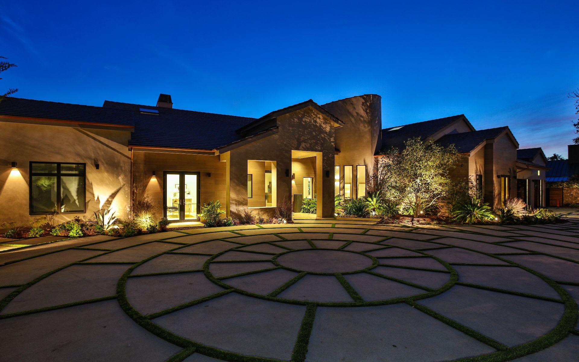 Single Family Home for Sale at 11902 Ellice St 11902 Ellice St Malibu, California,90265 United States