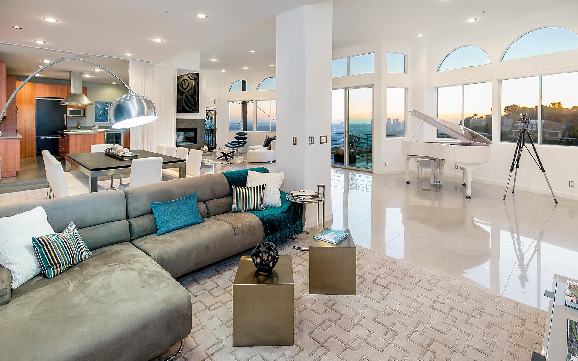 Eensgezinswoning voor Verkoop een t 8435 Franklin Ave 8435 Franklin Ave Los Angeles, Californië,90069 Verenigde Staten