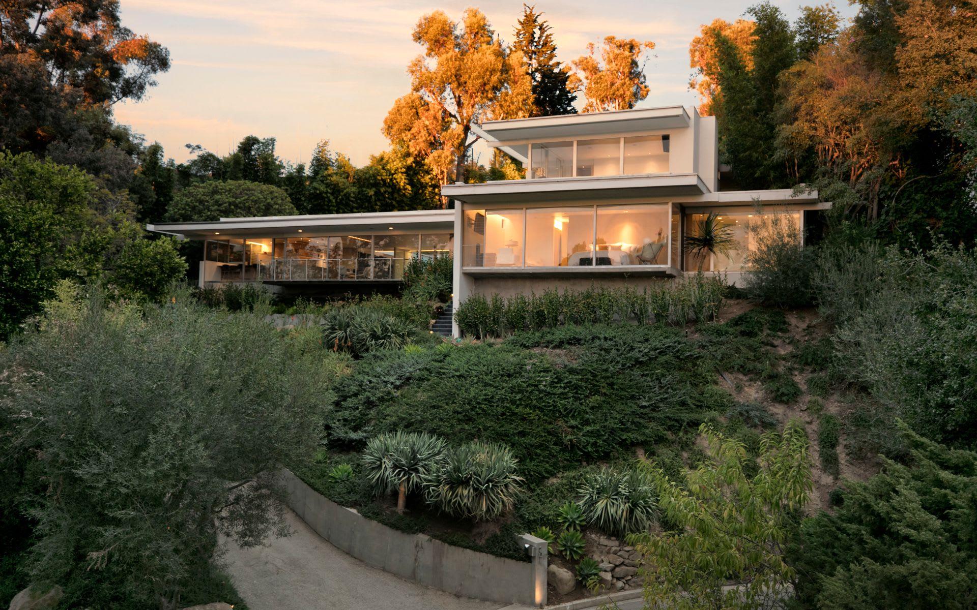 Casa para uma família para Venda às 201 Bentley Cir 201 Bentley Cir Los Angeles, Califórnia,90049 Estados Unidos
