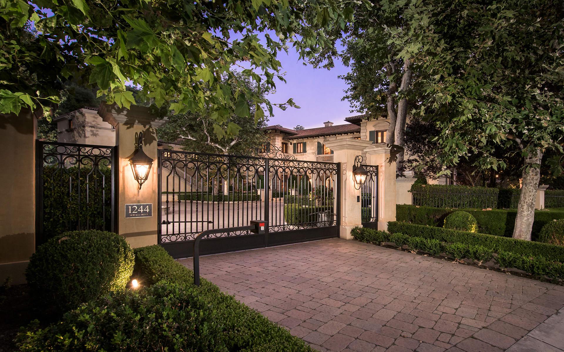 1244 Moraga Drive A Luxury Home For Sale In Los Angeles Los