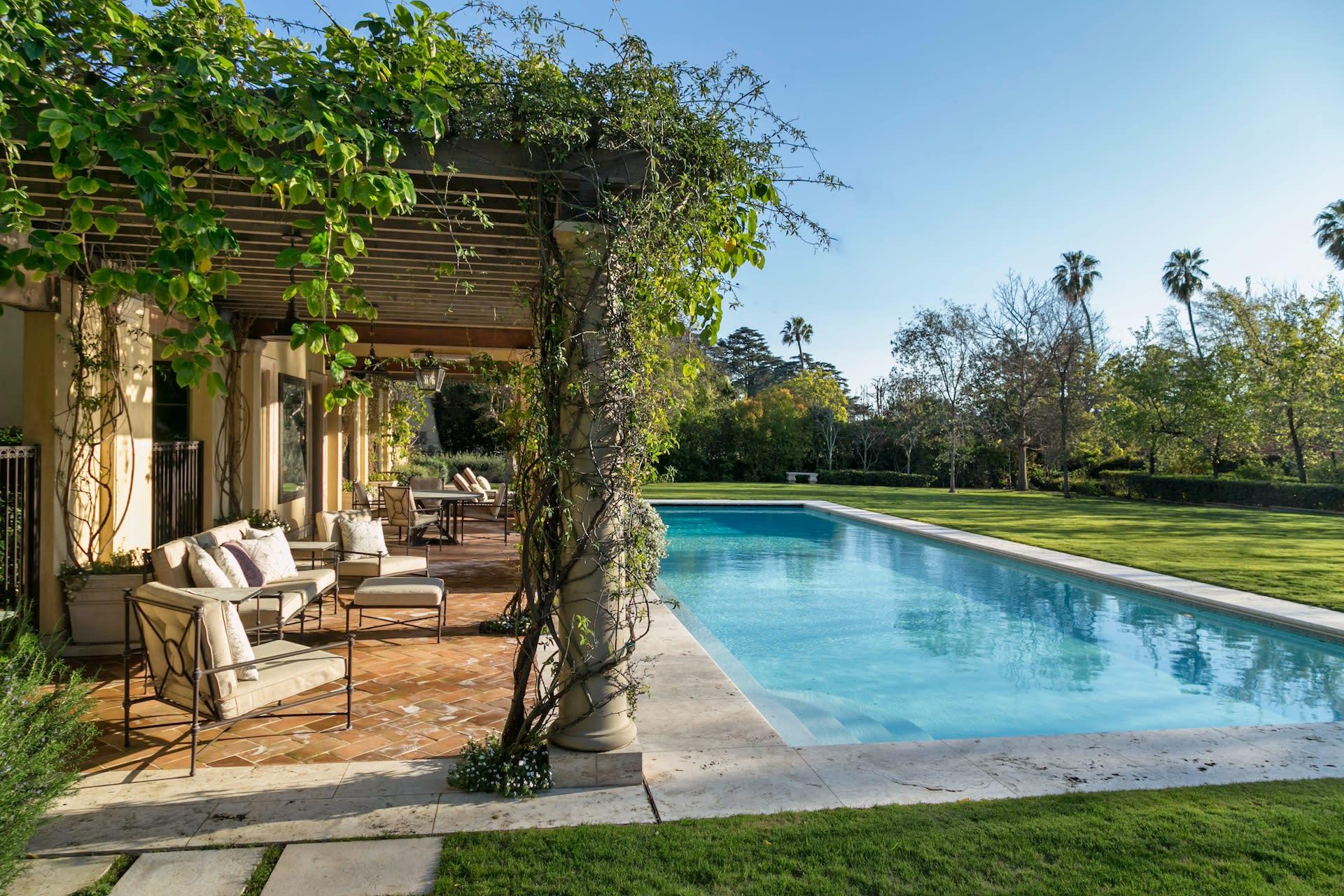 Additional photo for property listing at 334 S Burlingame Ave 334 S Burlingame Ave Los Angeles, Californië,90049 Verenigde Staten