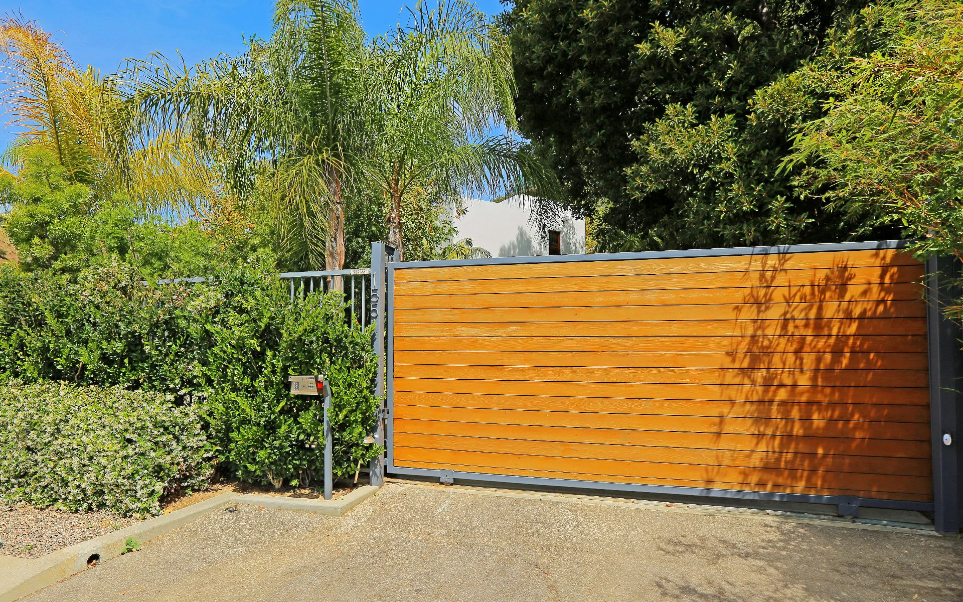 Additional photo for property listing at 1551 Viewsite Dr 1551 Viewsite Dr Los Angeles, California,90069 Stati Uniti