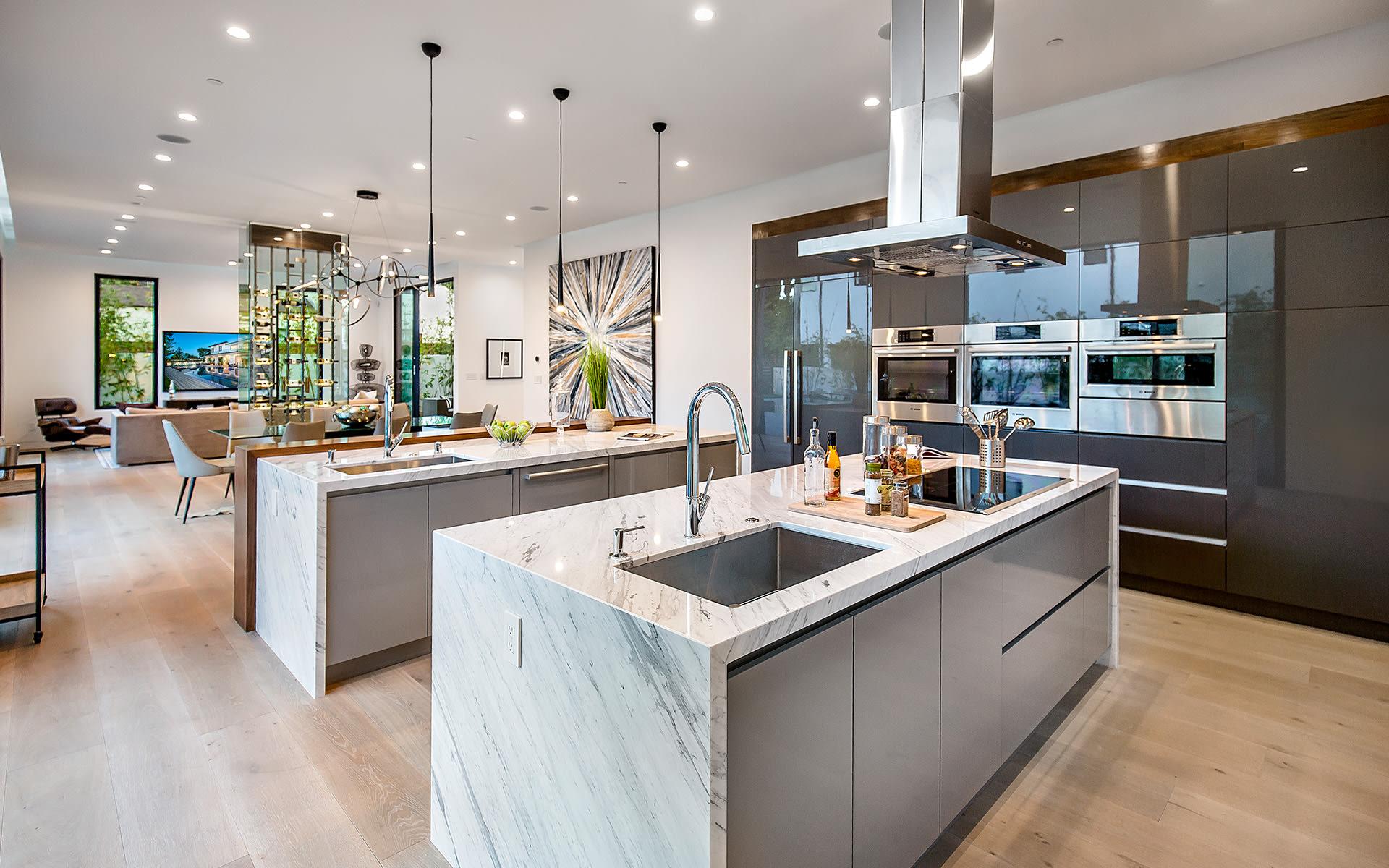 Casa para uma família para Venda às 15245 Greenleaf St 15245 Greenleaf St Sherman Oaks, Califórnia,91403 Estados Unidos