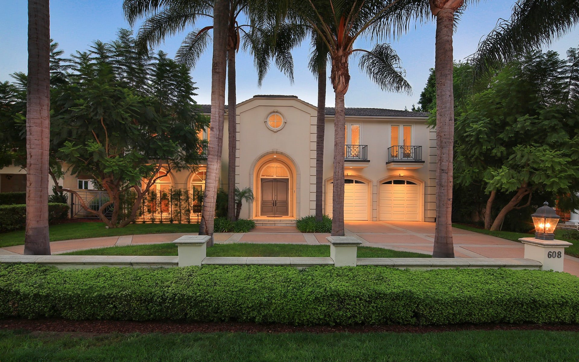 Single Family Home for Sale at 608 N Roxbury Dr 608 N Roxbury Dr Beverly Hills, California,90210 United States