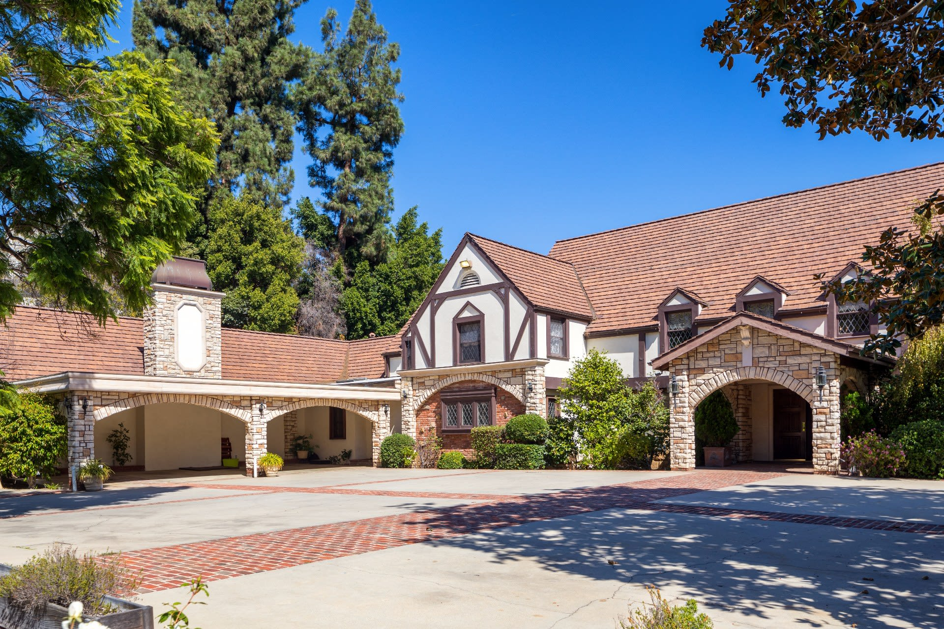 Condominium for Sale at 144 Monovale Dr 144 Monovale Dr Beverly Hills, California,90210 United States