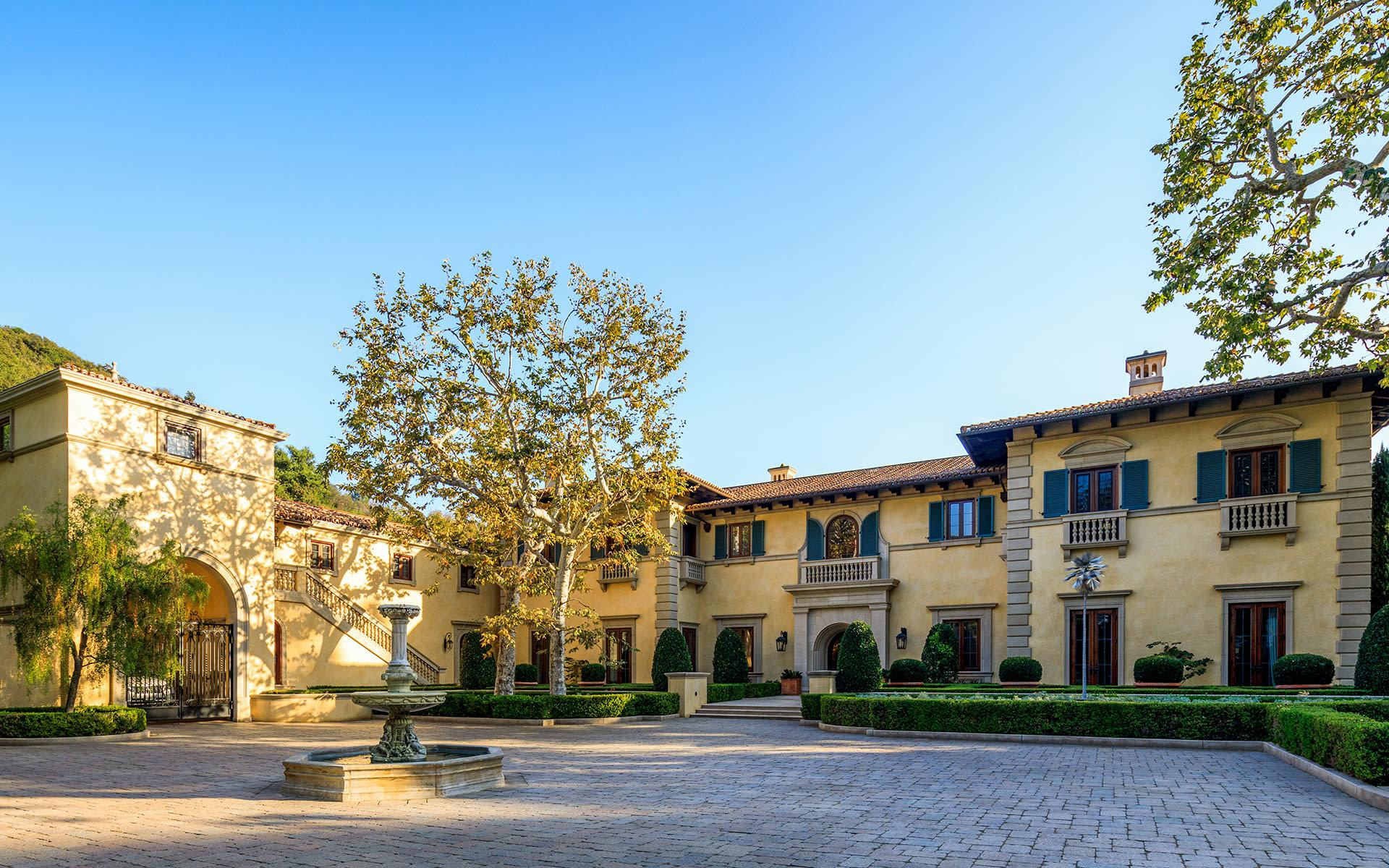 Maison unifamiliale pour l Vente à 1244 Moraga Dr 1244 Moraga Dr Los Angeles, Californie,90049 États-Unis