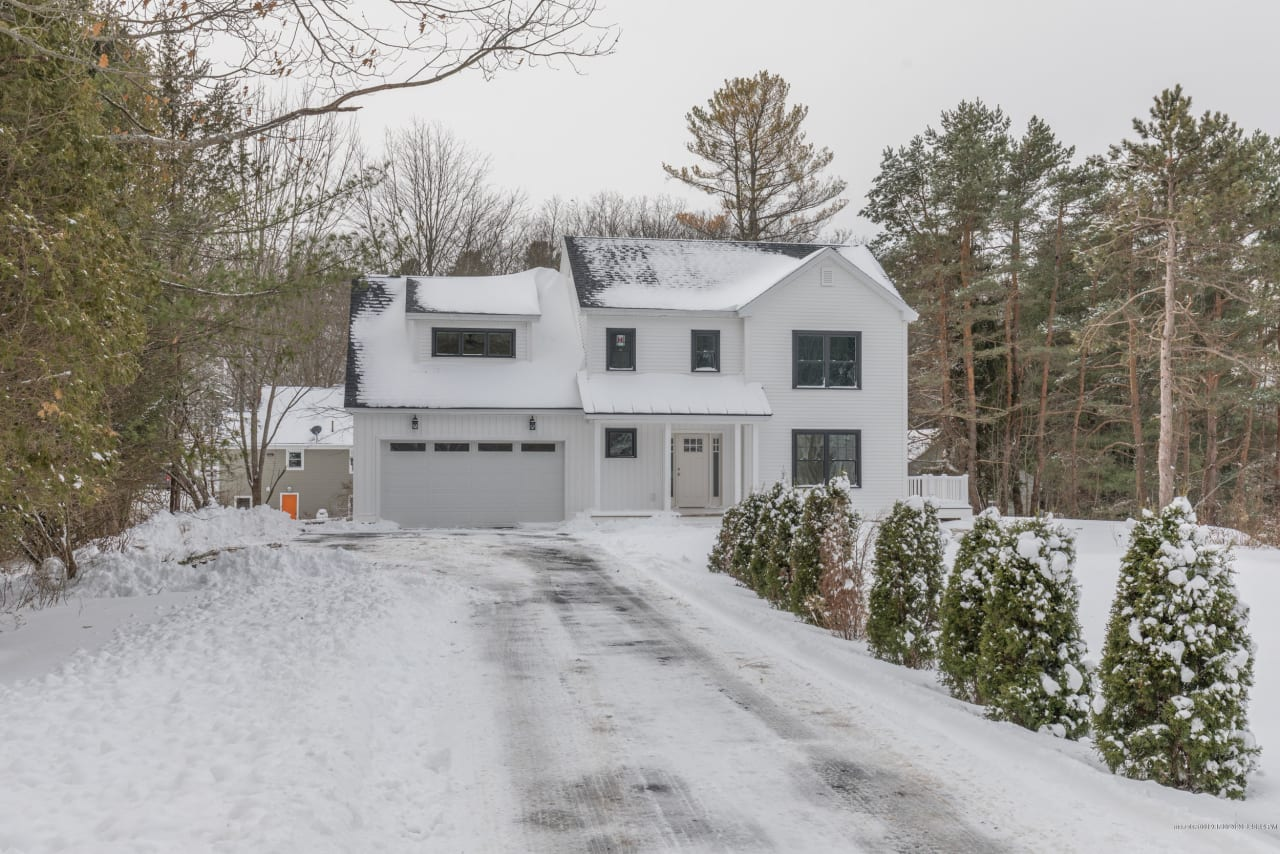 To-Be-Built Colonial Style Home in Majestic Woods