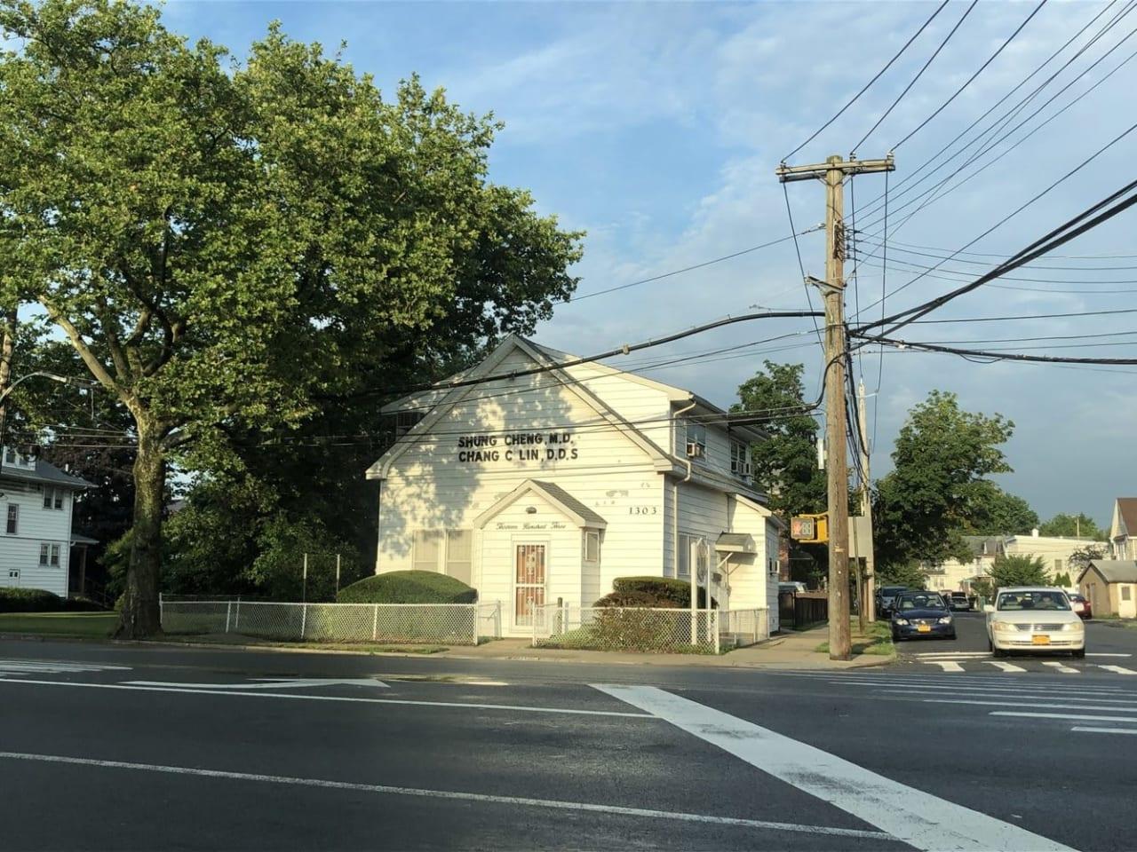 1303 Richmond Ave