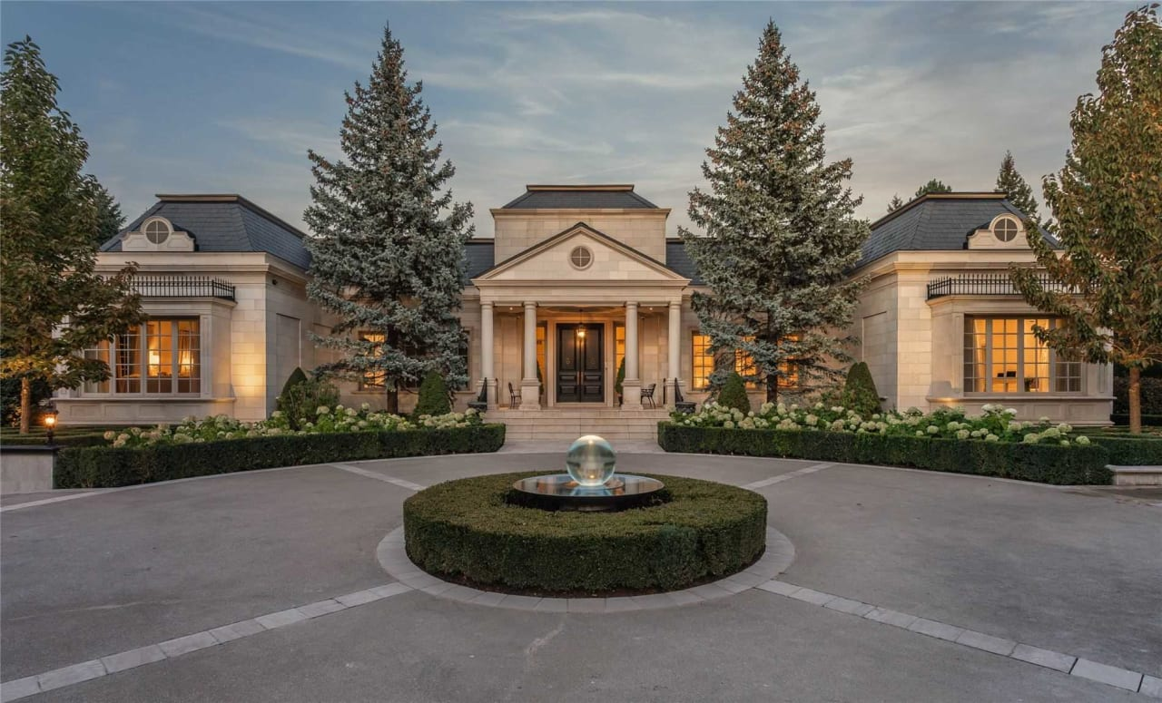 SOLD: Prestigious National Golf Club Enclave