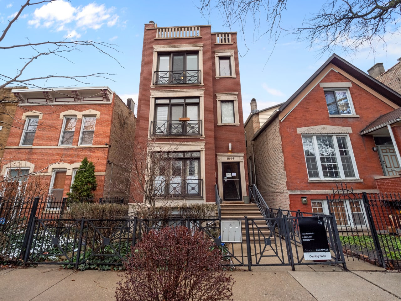 1644 N Claremont Ave, #3