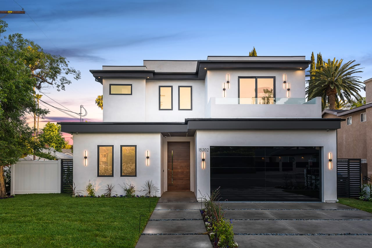 Stunning Modern Smart Home in Sherman Oaks