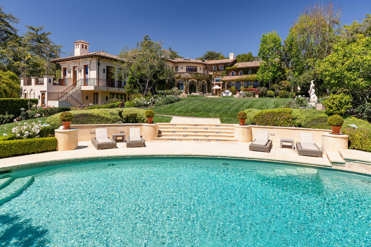 Wall Street Journal: One-Two Punch? Sugar Ray Leonard Relists L.A. Home for $46.5 Million