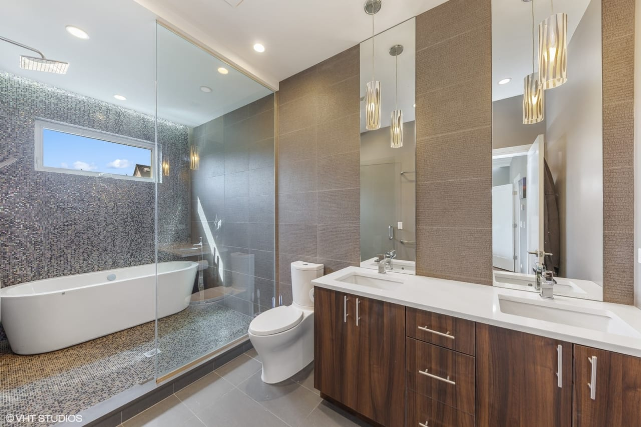 Logan Square Residence Crafted to Perfection