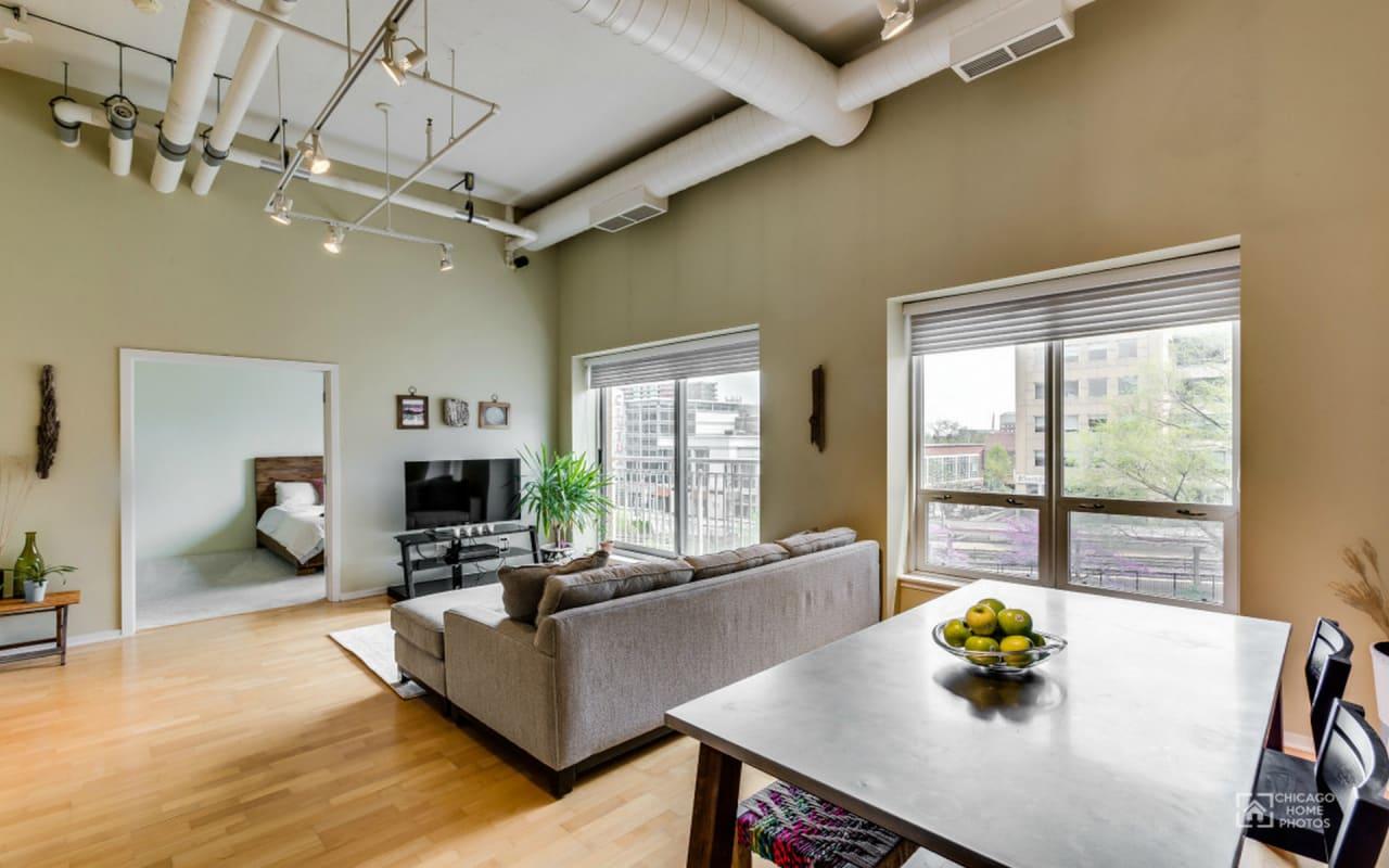 Evanston 2 Bed Condo For Sale