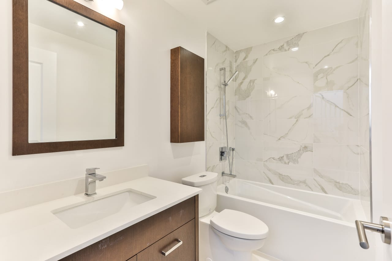 Luxurous Bayview Townhome