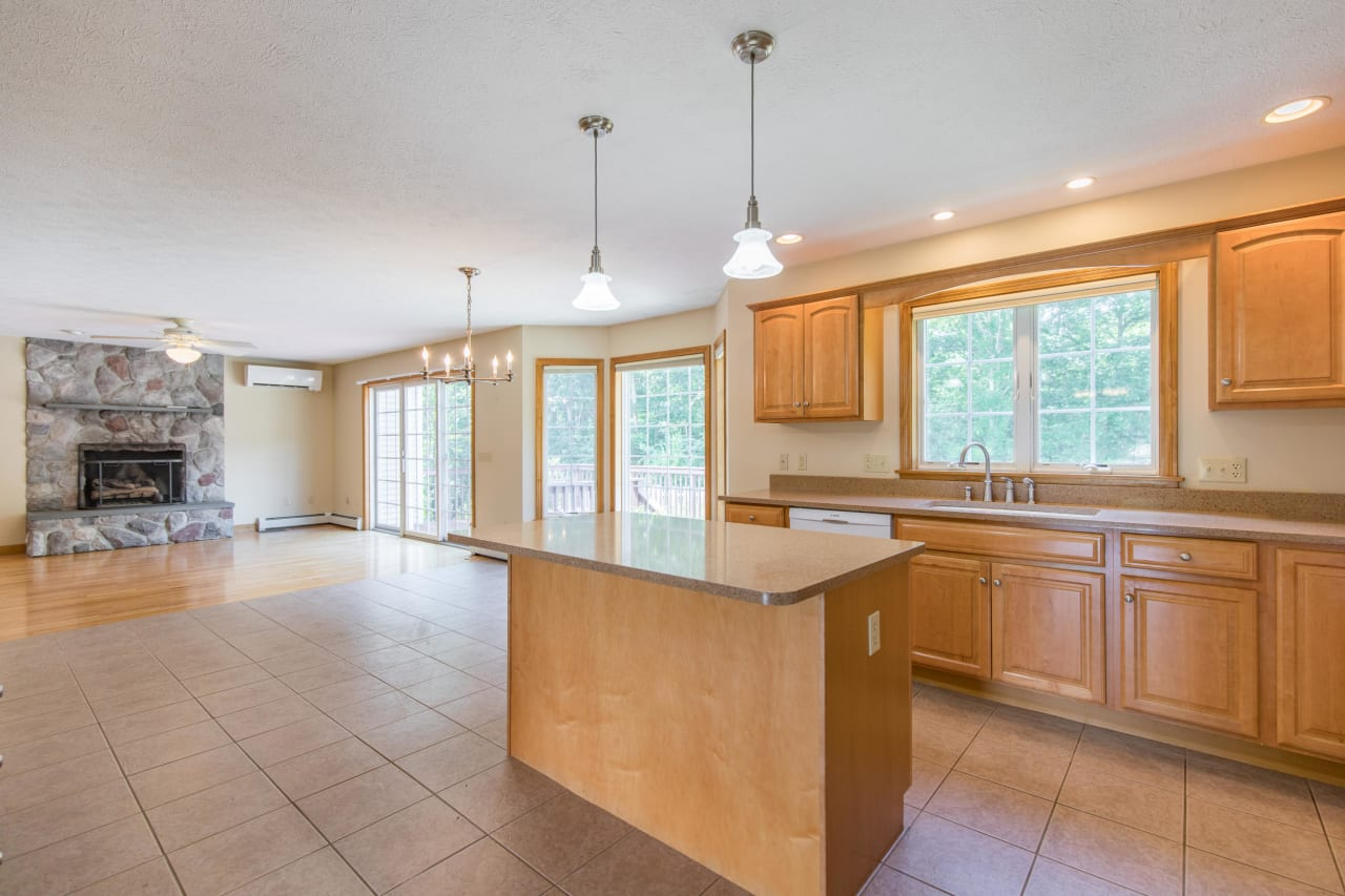 Immaculate Move-In Colonial