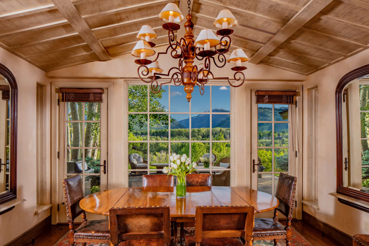 Willoughby Way View Property