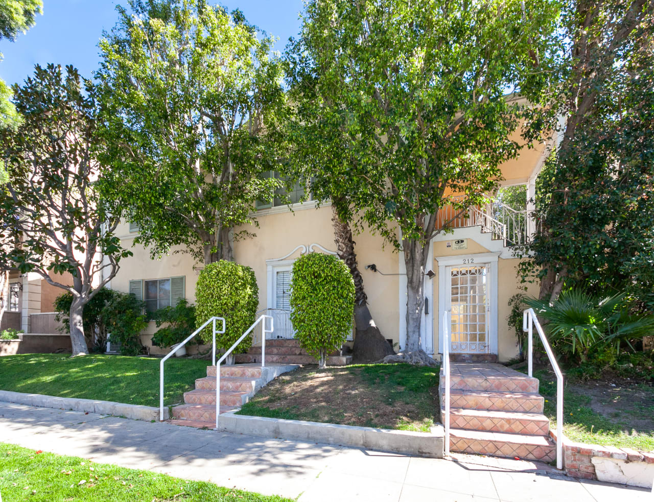Remodeled Unit in Prime Beverly Hills