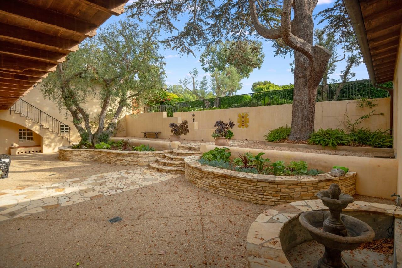 Expansive estate in Palos Verdes Estates