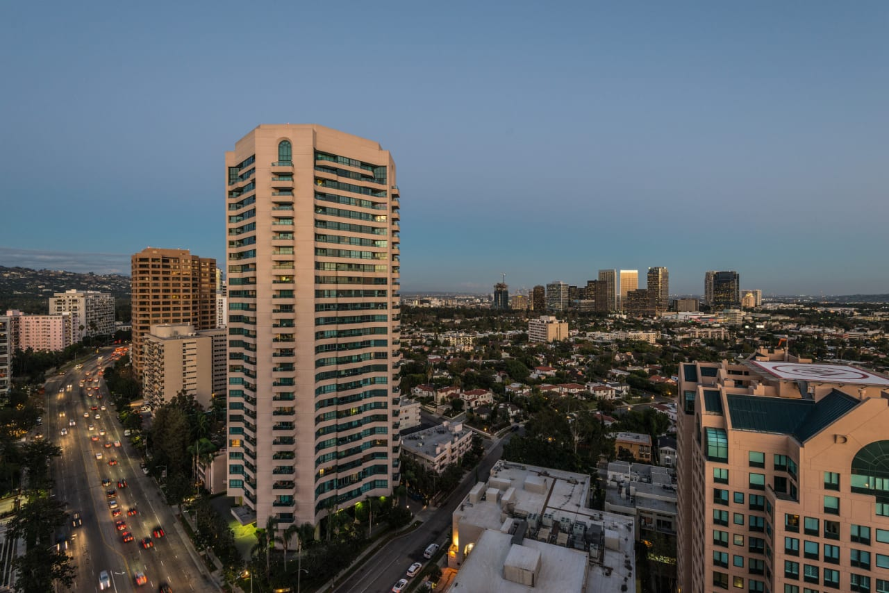 Gorgeous Penthouse in The Wilshire Regent