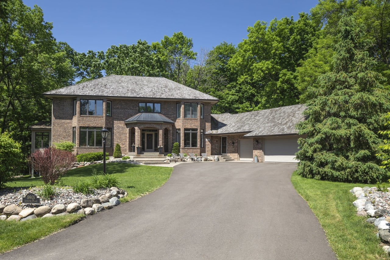19905 Andover Place | Deephaven