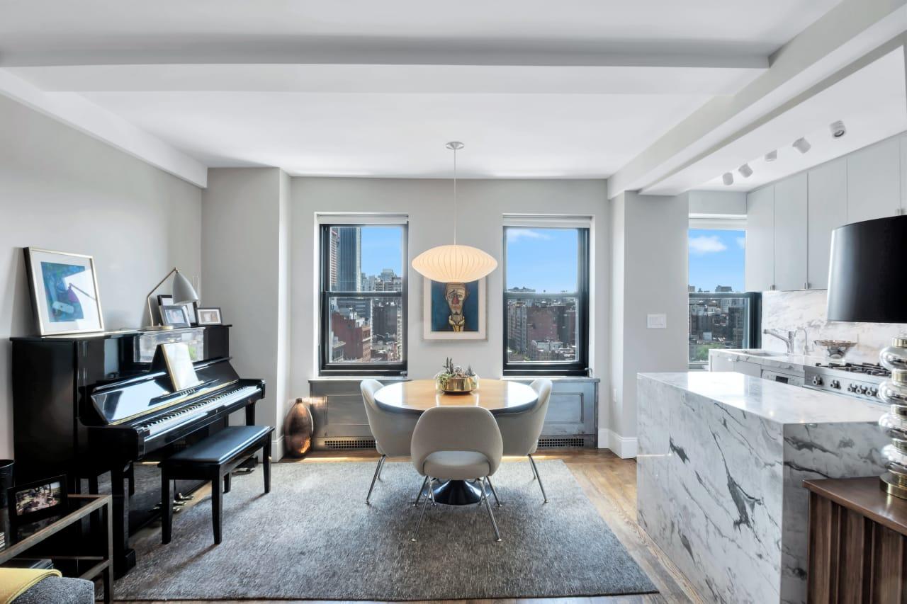 Stunning Prewar Apartment with Manhattan Skyline Views!