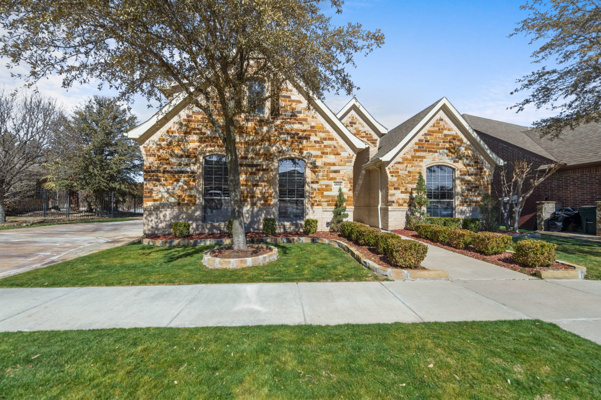 Great Curb Appeal in Reata West photo